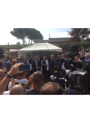 """Bekaert, il Ministro Luigi Di Maio tra i lavoratori. """"Lo Stato è con voi"""""""