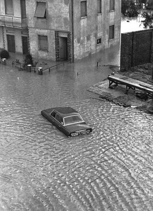 """Alluvione 1966: i ricordi di una bambina che allora aveva 11 anni. """"Tutto era ricoperto di melma e di fango"""""""
