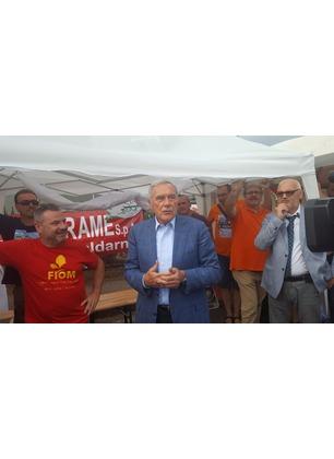 Bekaert, il senatore Pietro Grasso in visita al presidio dei lavoratori