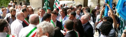 """Poste italiane: i sindaci in piazza contro le chiusure degli uffici. Chienni: """"Continuiamo con tutti gli strumenti ad opporci al taglio"""""""