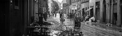 L'acqua e il fango per le strade, i danni a case e aziende: ecco le foto che raccontano l'alluvione del '66 a Montevarchi