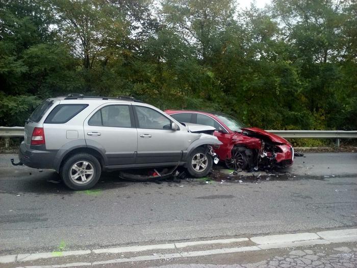 Incidente lungo la Provinciale del Botriolo: scontro tra due auto